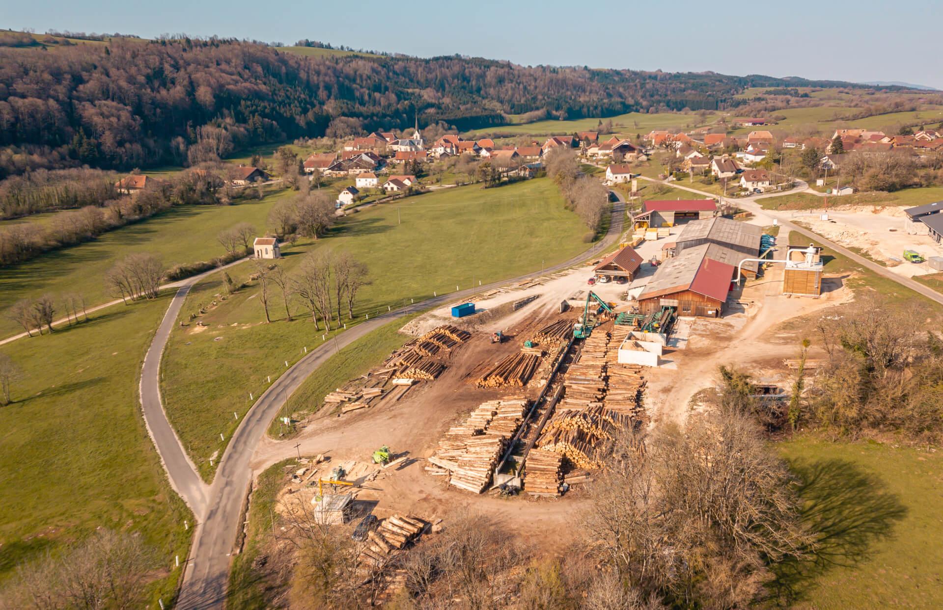 vue aérienne de la scierie et des bureaux